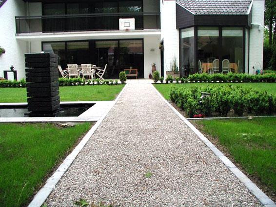 Gras en grinddallen gravel divers tuinmateriaal groengeert - Tuin oprit plaat ...